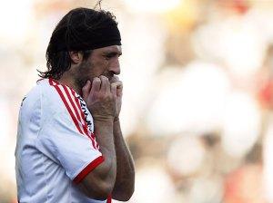 Pavone chora ao final da partida