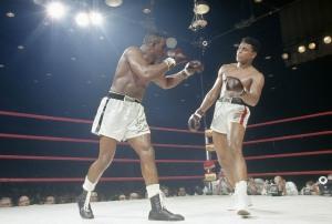Ali luta contra Sonny Liston em 1964 em seu primeiro título mundial (Tony Triollo/Sports Illustrated/Getty Images)