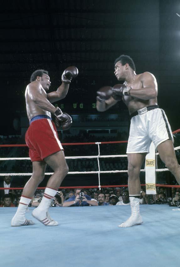 Ali em luta contra Foreman em 1974 (Focus on Sport/Getty Images)
