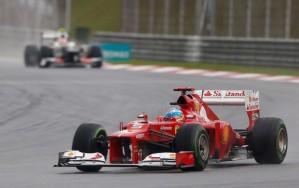 Alonso superou todos os adversários para vencer (Foto:Reuters)