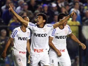 Romarinho comemora seu gol em La Bombonera (Foto: Eduardo Viana)