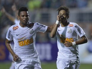 Neymar marcou dois gols e decidiu o clássico contra o Palmeiras (Foto: Ricardo Matsukawa/Terra)