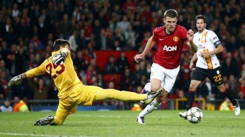 Carrick marcou o único gol da partida e ajudou o United (Foto: Reuters)