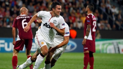 Van Persie marcou duas vezes. (Foto: Reuters)