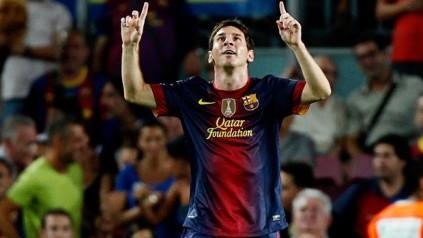(Messi agradece a Deus por um dos gols que o levaram aos recordes\Foto: Reuters)