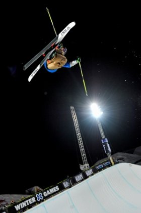 David Wise voa alto para garantir o ouro (Foto: Aspen Daily News)
