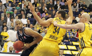 O Brose de Sharrod Ford (esq.) segue sem vencer no Top 16. (Foto: EuroLeague.net)