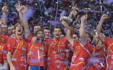 Espanha teve uma campanha quase perfeita com oito vitórias e uma derrota (Foto: AP)
