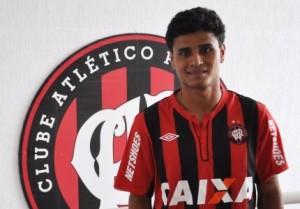 Meia é emprestado para o Atlético por um ano (Foto: Divulgação/Site oficial do Atlético-PR)