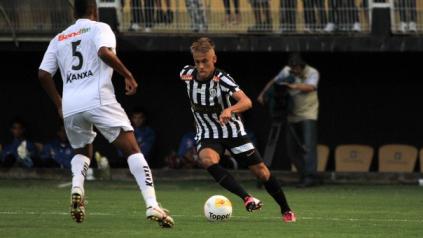 Mesmo apagado, Neymar garantiu o empate ao marcar de pênalti no fim do jogo. (Foto: Reprodução/Globoesporte)