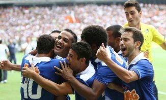 Jogadores do Cruzeiro comemoram o gol de Anselmo Ramon (Foto: Washington Alves / Divulgação/Site Oficial Cruzeiro)