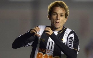 Bernard esteve em noite inspirada e marcou três na goleada do Galo (Foto: AFP)