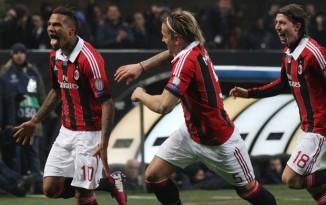 Boateng (10), Mexès (5) e Montolivo (18) comemoram o primeiro gol rossonero (Foto: Felice Calabro/ AP)