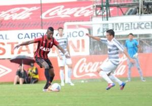 Coutinho foi o nome do jogo, com dois belos gols (Foto: Divulgação/ Site oficial do Atlético-PR)
