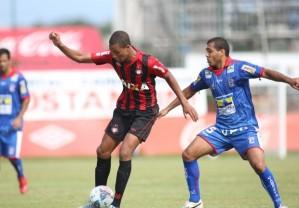 Hernani deu as duas assistências para os gols do Atlético (Foto: Divulgação - Site oficial do Atlético-PR)