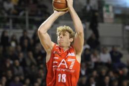 Nicolò Melli atuando pelo Olimpia Milano. (Foto: Divulgação/EA7 Emporio Armani)