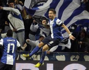 (João Moutinho pula de alegria com o gol sobre o Málaga\Foto: Jose Manuel Ribeiro -  Reuters)