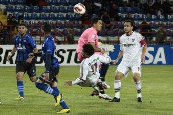 (Tricolor começa mal, porém melhora e sai do Chile com os três pontos)