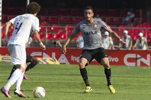 Renato Augusto (.dir) foi o melhor jogador em campo. (Foto: Divulgação/Site Oficial Corinthians)