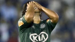 Valdivia não se conforma com mais uma derrota no Palmeiras (Foto:AFP)