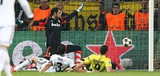 (O polonês passou por Pepe durante o primeiro dos seus quatro gols no jofo\Foto: Divulgação Borussia Dortmund)