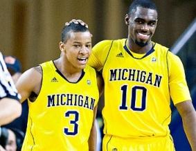 Burke (esq.) e Hardaway Jr. (dir.) são os principais nomes atuais de Michigan. (Foto: AP)