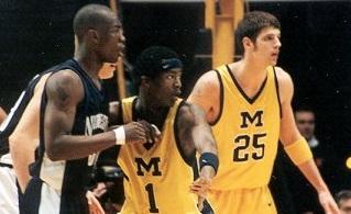Jordan Crawford (meio) enquanto atuava pelo Wolverines. (Foto: Acervo/Michigan)
