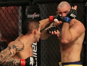 (Os dois buscaram o nocaute, mas o argentino se deu melhor\Foto: Divulgação\UFC)