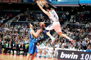 Rudy Fernández, do Real Madrid, enterra na vitória diante do Electra. (Foto: EuroLeague.net)