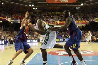Panathinaikos de Schortsanitis (meio) derrotou o Barcelona fora de casa. (Foto: EuroLeague.net)
