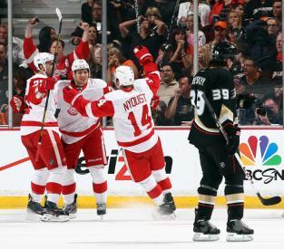 (Ducks chegaram ao empate dramático, mas Red Wings balançaram as redes no tempo extra\Foto: Divulgação: NHL.com)