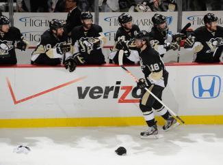 (James Neal comanda a classificação dos Pens com um hat-trick. Foto: Divulgação/NHL)