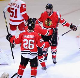 (Hawks vencem com eficiência e forçam o sexto jogo contra os Wings. Foto: Divulgação/NHL)