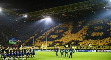 Torcida do Borussia foi fundamental para a classificação do time em primeiro lugar do Grupo D (Foto: Getty images)