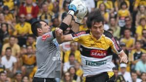 Matheus Ferraz (à direita) é um dos destaques do Tigre (Foto: Divulgação/Criciúma)