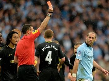A expulsão de Zabaleta deixou o City vulnerável no final da partida (Getty Images)