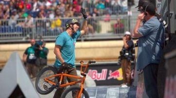 Gary com sua BMX comemora o ouro em Barcelona (Foto: Brett Wilhelm/ESPN)