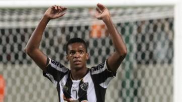 Jô marcou três gols no show do Galo (Foto: EFE)