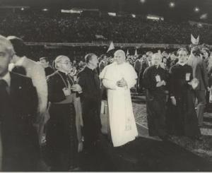 """""""João de Deus"""" em sua visita ao estádio (Foto: www.coritibajogoshistoricos.com.br)"""