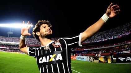 Alexandre Pato marcou e selou a classificação do Corinthians. (Foto: Reprodução/Globoesporte.com)