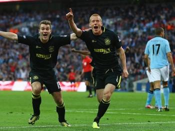Watson comemora o gol do título da Copa da Inglaterra (Getty Images)