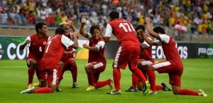 Taitianos comemoram o seu único gol na competição (Foto: Getty Images)