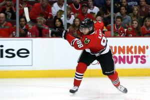 (Kane marca duas vezes e ajuda na vitória dos Hawks. Foto: Divulgação/NHL)