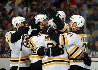 (Fora de casa, Bruins iniciam a série com vitória e sem sofrer gols. Foto: Divulgação/NHL)