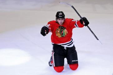 (Na final do Oeste, Kane explodiu o United Center com o gol no overtime. Foto: Divulgação/NHL)