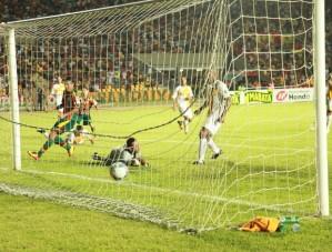 Sampaio Corrêa aplicou a maior goleada da estreia do torneio em 2013 (Foto: Imirante.com)