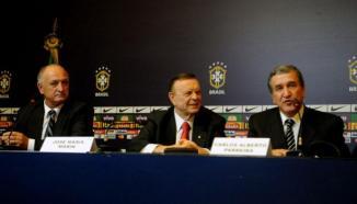 Marín jogou a pressão para Felipão e Carlos Alberto Parreira (Foto: AFP)