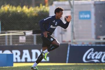 Zé Roberto se dedica nos treinamentos. (Foto: Divulgação/Facebook Oficial Zé Roberto)