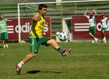 Deco não consegue ter uma sequência de jogos. (Foto: Divulgação/Site Oficial Fluminense)
