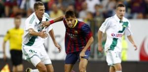 Neymar estreiou com a camisa do Barça, mas ainda não jogou ao lado de Messi (Foto: Kacper Pempel/Reuters)